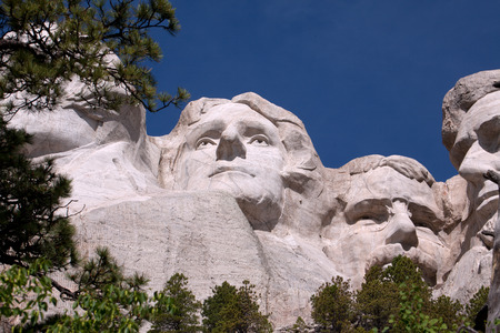 thomas stone: A view of Thomas Jefferson and Theodore Roosevelt on Mount Rushmore. Editorial