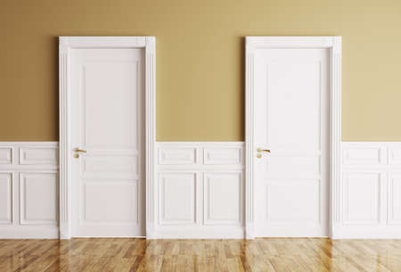 cerrar la puerta: Interior de una habitaci�n con dos puertas cl�sicas Foto de archivo