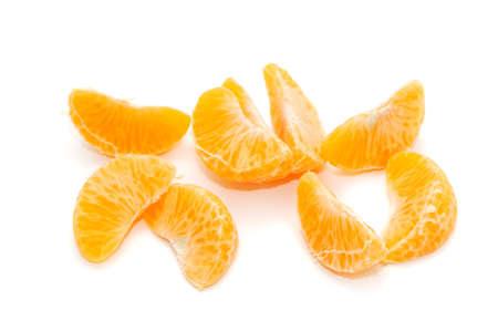orange peel clove: Orange isolato su uno sfondo bianco