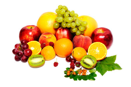 Frutas frescas aisladas sobre un fondo blanco