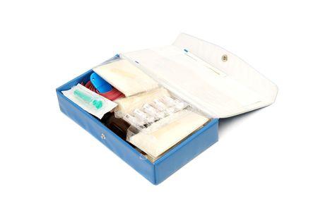 firstaid: botiqu�n de primeros auxilios aislados en un fondo blanco Foto de archivo