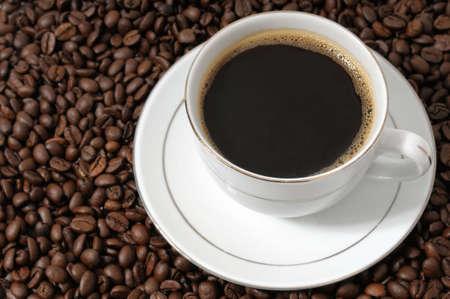 taza de caf� sobre un fondo caf� granos