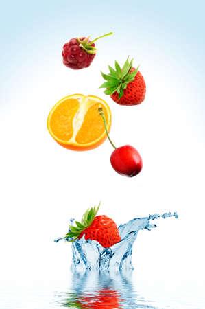 Fruit falling in water on a white background Zdjęcie Seryjne
