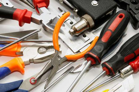 herramientas sobre un fondo blanco
