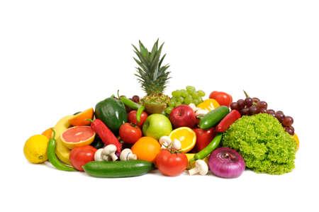 uvas: frutas y verduras aislados en un blanco