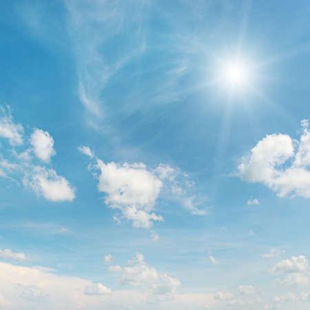 sol en el cielo azul Foto de archivo