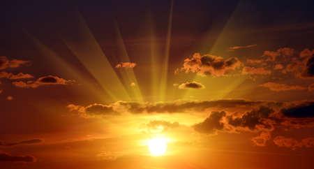 sonne: Schöne rote Sonnenuntergang in Himmel