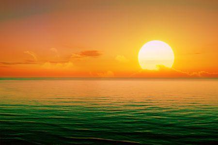 wschód słońca: Piękne słońca powyżej Morza