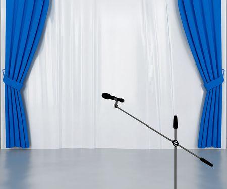 cortinas: micr�fono en el escenario con azul oscuro y plateado cortinas Foto de archivo