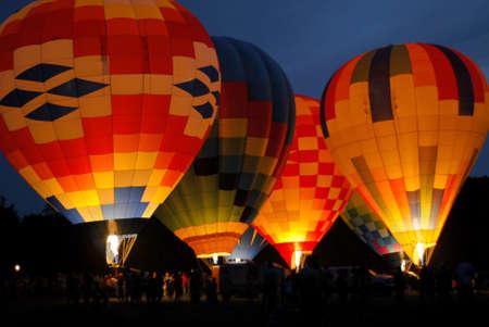 inflation basket: globo en la noche