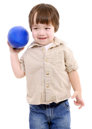 ni�o tirando una pelota de f�tbol Foto de archivo - 4539645