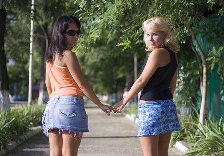blonde & brunet