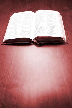 caoba: Biblia en la tabla de caoba
