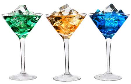 rainbow cocktail: Tre cocktail con ghiaccio su bianco  Archivio Fotografico