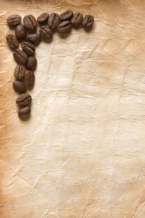 coffe bean: Angolo caff� in grani sulla vecchia carta foxed Archivio Fotografico