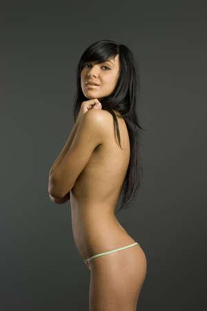 ni�a desnuda: Smart topless morena en lencer�a rosa