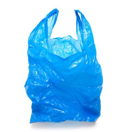 recyclage plastique: Blue sac en plastique vide isol� sur fond blanc