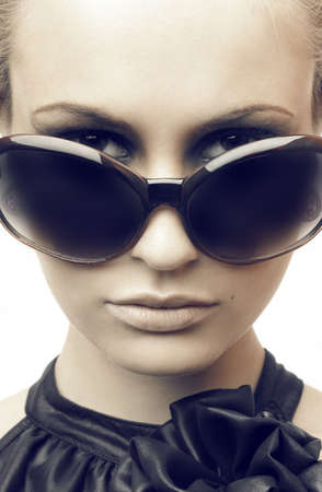 Woman in sun glasses. Fashion portrait