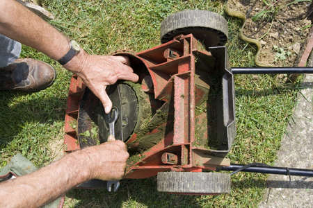 Correcting the lawn mower knife
