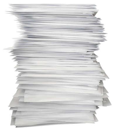 pile papier: Pile de lettres blanches isol�es avec chemin de d�tourage