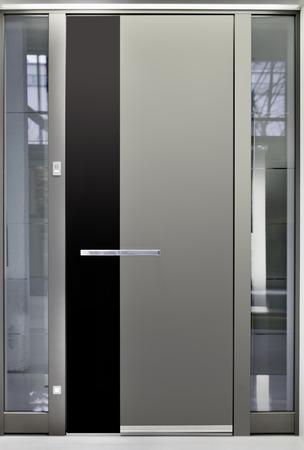 Massive métallique porte d'entrée avant