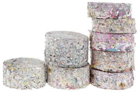 celulosa: Registros Comprimido Briquetas de papel de incendios aislados en blanco Backgrounf