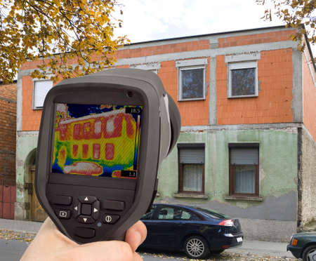 thermogram: Analysing Heat Leakage with Infrared Thermal Camera Stock Photo