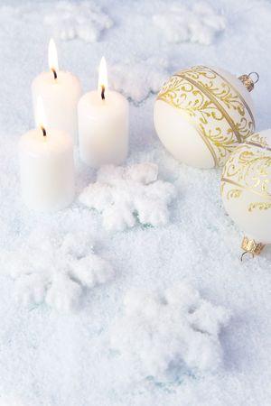 luz de velas: Elegancia de Navidad de fondo  de vacaciones velas y decoraciones de