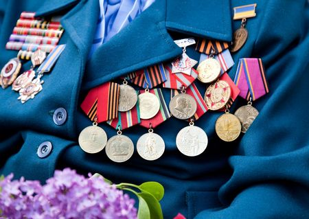 xxxl: XXXL size  Great Patriotic War veteran with medals and lilac  Stock Photo