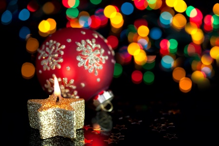 natale: Christmas decoration on defocused lights background  Focus in the center of candle  background is defocused Stock Photo