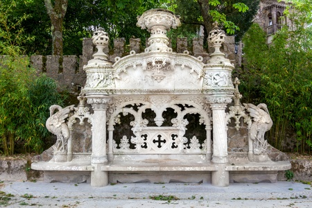 quinta: Quinta da Regaleira Palace in Sintra, Lisbon, Portugal   Detail in the park Stock Photo