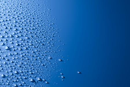 Blue Abstract Water Drops Hintergrund mit Kopie Raum Standard-Bild