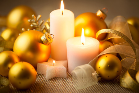 candle lights: Christmas candles background with baubles and ribbons - horizontal card Stock Photo