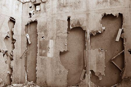 disintegrate: The broken walls of a derelict building in Bangkok Stock Photo