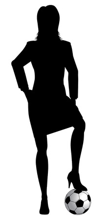 ballon foot: silhouette d'une femme dans un costume d'affaires posant avec un ballon de football sous sa chaussure à talons hauts