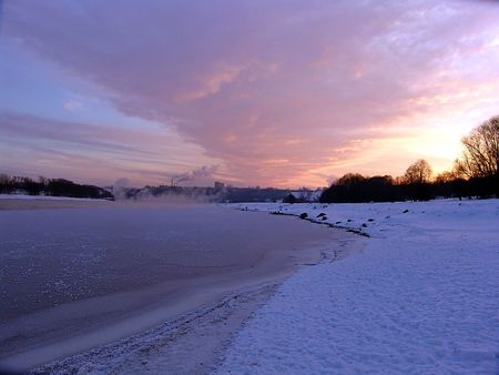 A cold winter sunset on the Moskva river, near Moscow Stock Photo - 396038