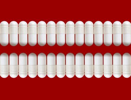 notions: Dos filas de las p�ldoras blancas, aisladas