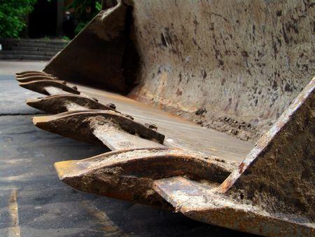 grapple: An excavator dipper closeup