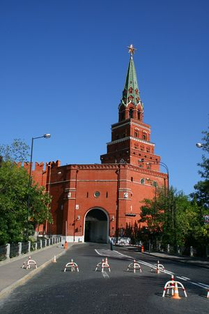 kreml: One of the Moscow Kremlin towers with a gate