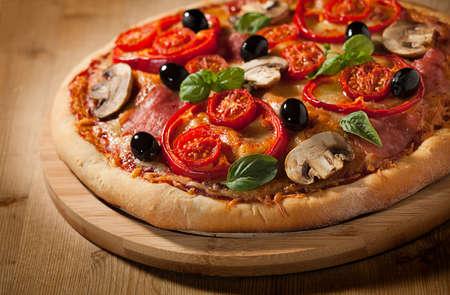 나무에 신선한 피자