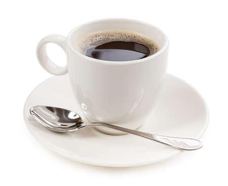 cerca: El café en una taza aislada en el fondo blanco Foto de archivo