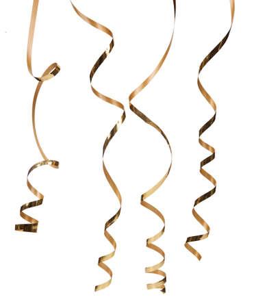 serpentinas: Serpentina de oro aisladas sobre fondo blanco