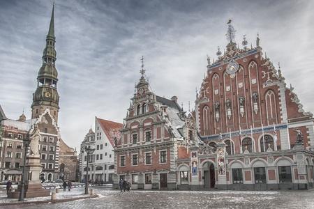 unmarried: La Casa de las Cabezas Negras En la capital letona de Riga. El edificio fue construido en 1344 para albergar gremio de comerciantes extranjeros solteros las Cabezas Negras.