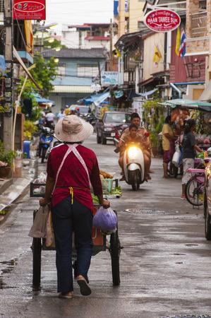 hin hua: HUA HIN, THAILAND - SEPTEMBER 10: A typical street scene on September 10, 2010 in Hua Hin. Hua Hin is a major tourist destination in Thailand. Editorial