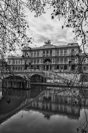 tevere: The Palazzo di Giustizia situated in the Italian capital of Rome.
