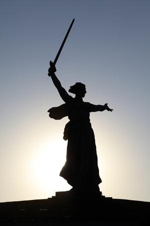 national landmark: Luogo d'interesse nazionale. Statua di silhouette Madre Russia, Volgograd (Stalingrado), Russia. No File PR NECESSARIO! IT'S RUSSIAN (SOVIETICA) punto di riferimento.