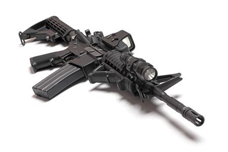 pistola: M4A1 carabina AR-15 aislado en un fondo blanco