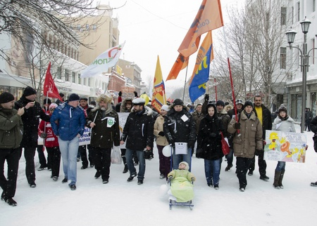 marchers: Russia, Saratov, Avenue Kirova, 26-oe February, 2012. On mass-meeting of the oppositions For honored election was going to more than 300-from person. The Marchers have done alive chain, have made the contest political poster, on scene musicians played