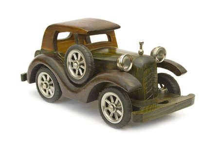 juguetes de madera: Retro coche de madera (modelo), aisladas sobre fondo blanco  Foto de archivo