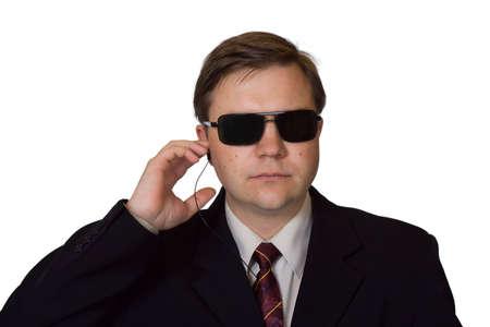garde corps: Garde du corps dans les lunettes de soleil, isol� sur fond blanc